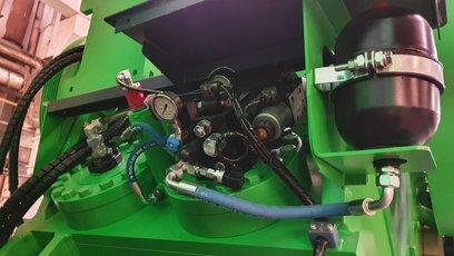 900x600-hydraulika automatickeho staveni drtice.jpg