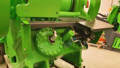900x600-hydraulika automatickeho staveni drtice 2.jpg