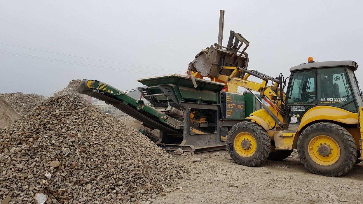 CK6_11-drceni betonu-zavazeni traktorbabrem.jpg