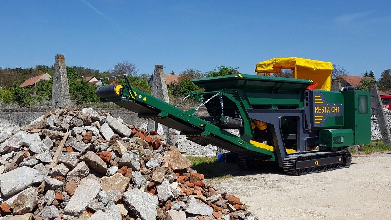 CH1-4 od hromady cihla s betonem.jpg