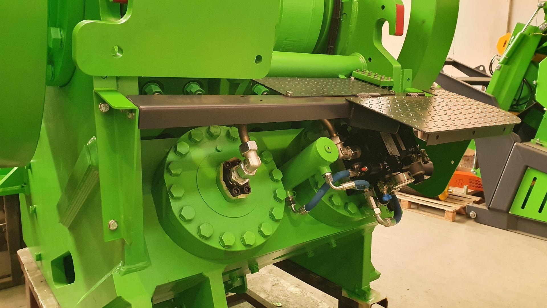 900x600-hydraulika automatického stavění drtiče 2